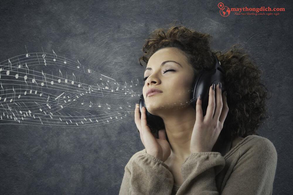 Nghe bài hát yêu thích bằng tiếng Anh giúp nâng cao trình độ