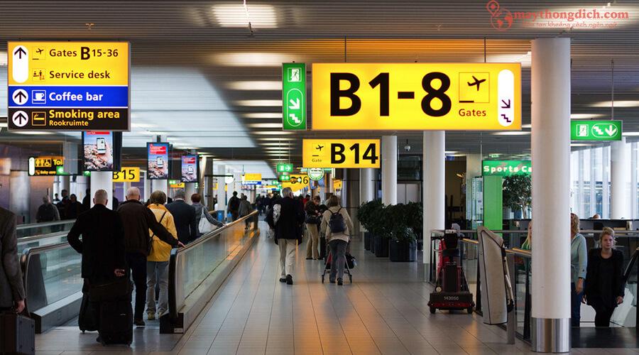 Hỏi thăm cổng sân bay bằng tiếng Anh du lịch