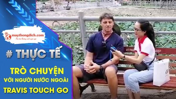 Dùng Máy Phiên Dịch Travis Touch Go Nói Chuyện Với Người Nam Phi