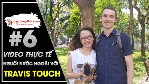 Dùng Travis Touch Giao Tiếp Với Khách Du Lịch Nước Ngoài ở Công Viên