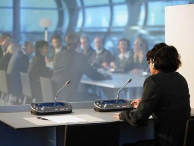 Simultaneous Interpreting Là Gì | Khác Với Hình Thức Phiên Dịch Khác Thế Nào?